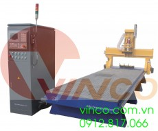 Máy CNC VINCO với thiết bị chuyển đổi công cụ tự động